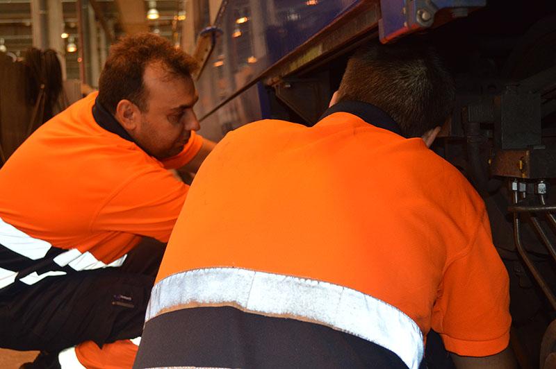 Operarios en tren